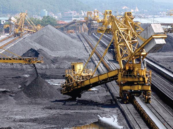 Việt Nam xuất than sang Trung Cộng, nhập lại than Trung Cộng với giá cao gấp 3