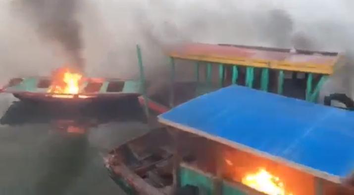 Quảng Ninh đốt hàng trăm ghe bán hàng rong trên Vịnh Hạ Long