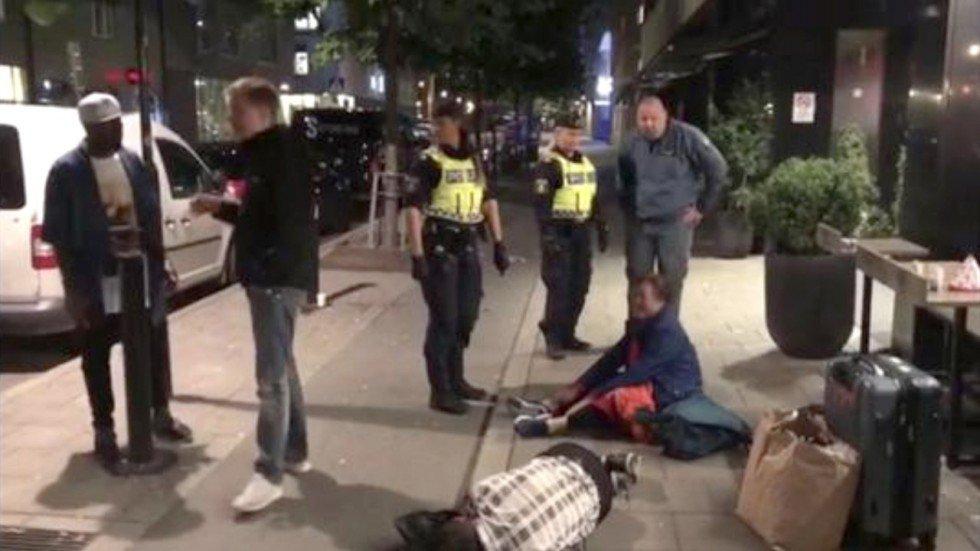 Du khách Trung Cộng bị khách sạn Thụy Điển tống cổ ra khỏi đại sảnh