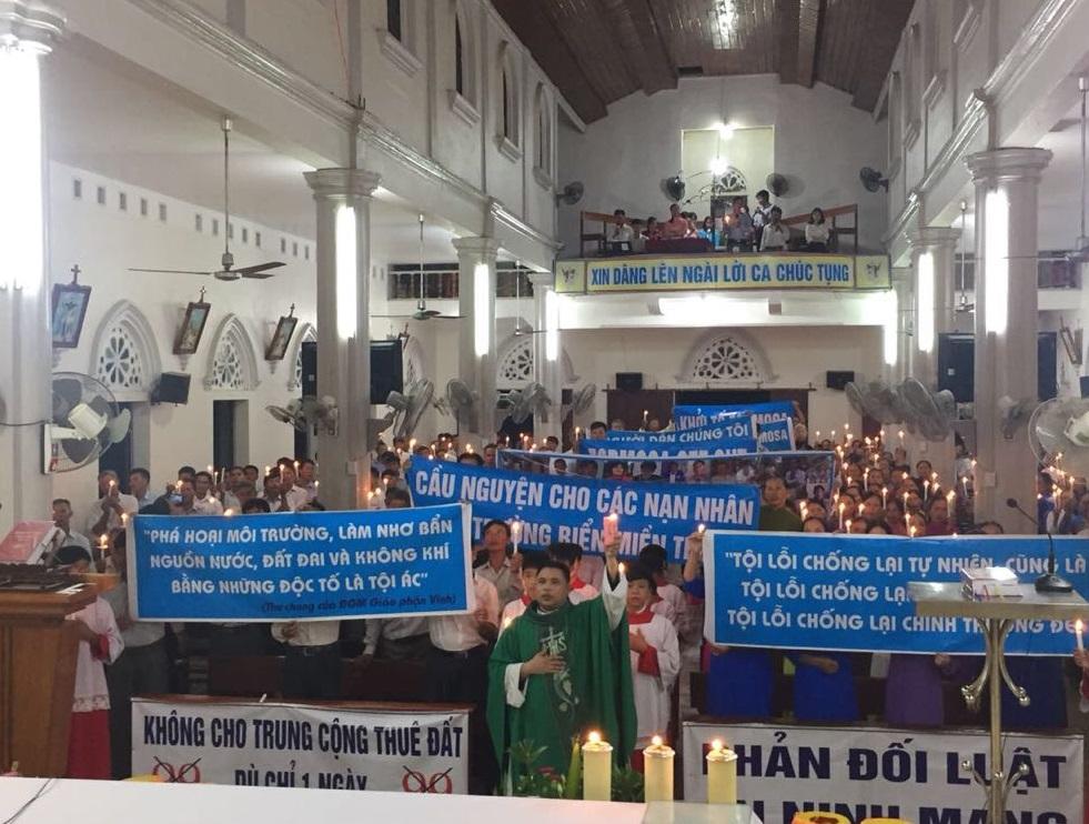 Linh mục Đặng Hữu Nam cầu cho Việt Nam sớm thoát nạn vô thần nhân ngày 2/9