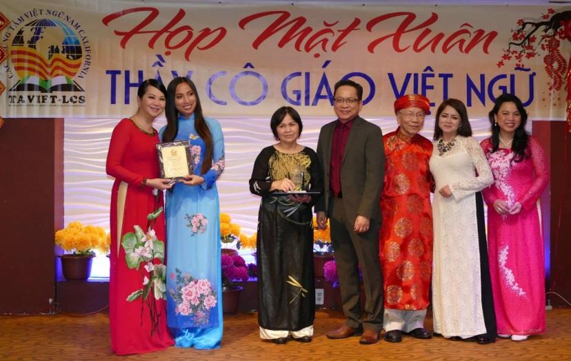 Đụng độ ngôn ngữ (Dân Việt)