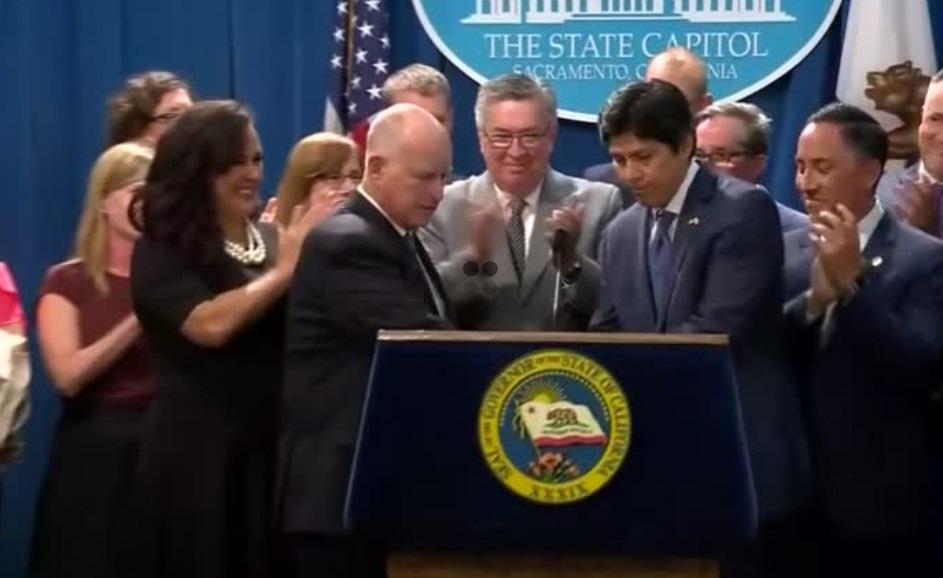 California ban hành luật chấm dứt sử dụng năng lượng hóa thạch để bảo vệ môi trường