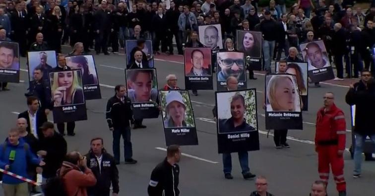 Người biểu tình cánh hữu cực đoan đụng độ với nhóm cánh tả tại Đức