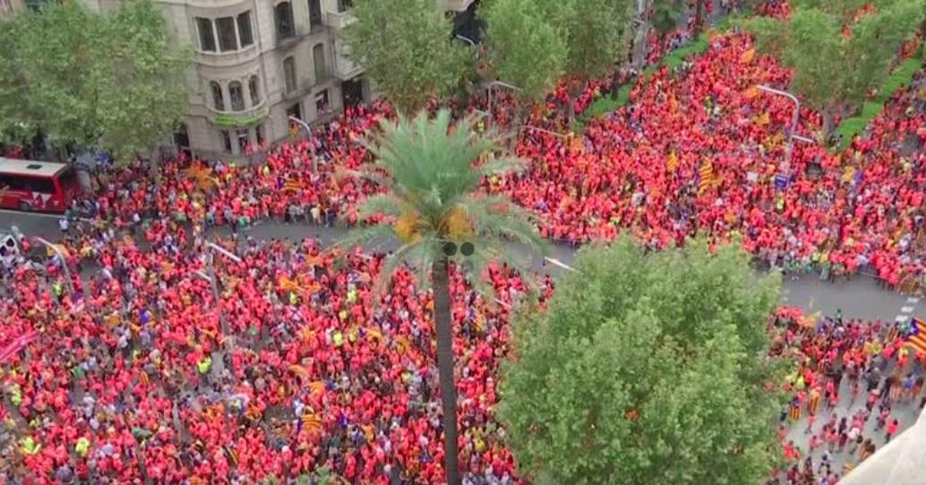 Một triệu người Catalan đòi ly khai tuần hành ở Barcelona