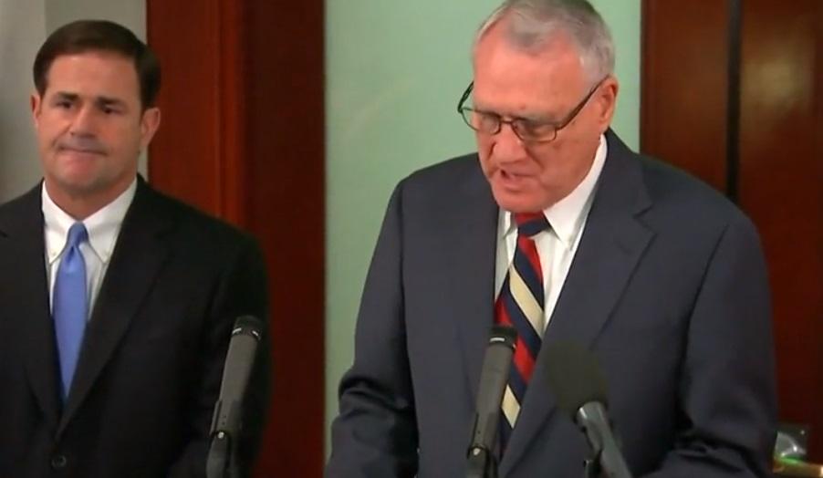 Cựu Thượng Nghị Sĩ Jon Kyl được chọn thay thế cố Thượng Nghị Sĩ John Mccain