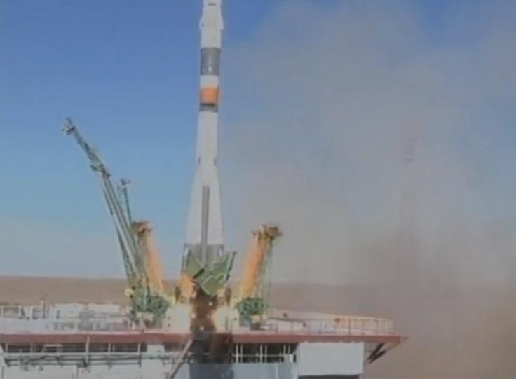 Hai phi hành gia hạ cánh an toàn sau khi phi thuyền không gian của Nga rơi