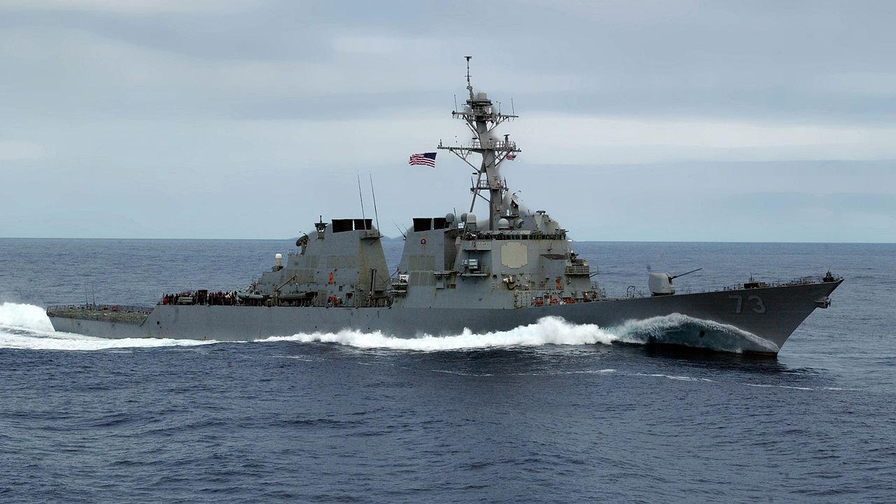 Chiến hạm Hoa Kỳ Và Trung Cộng đối đầu không an toàn trên Biển Đông