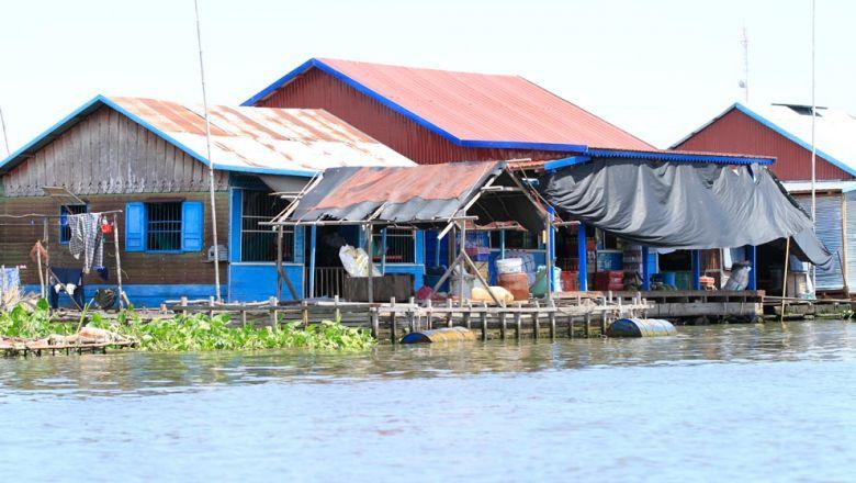 Cambodia di dời gần 10,000 người Việt sống trên sông Tonle Sap