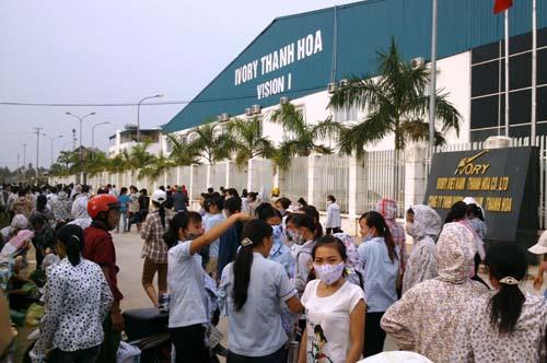 Hàng ngàn công nhân Ivory Việt Nam – Thanh Hóa đình công hơn một tuần