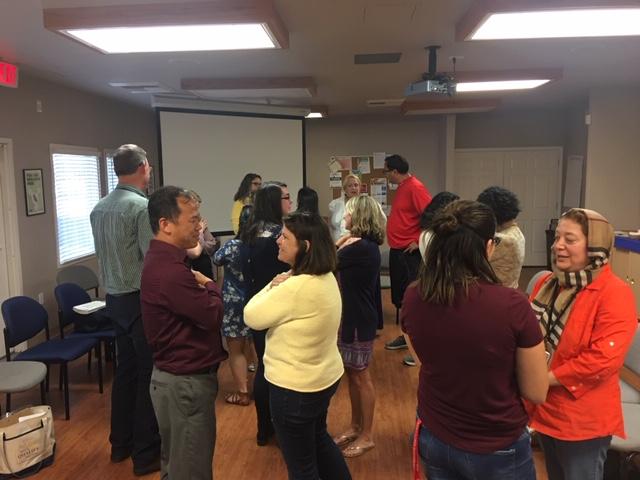 Tiến sĩ Bạch Xuân Phẻ hướng dẫn cách thực tập tỉnh thức tại học khu San Juan – Sacramento