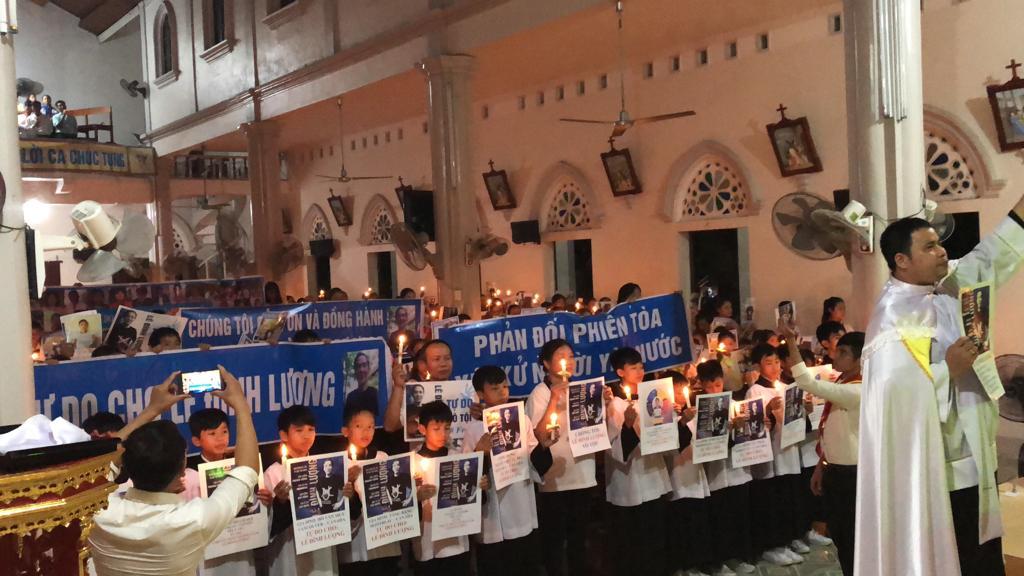 Giáo xứ Mỹ Khánh thắp nến cầu nguyện cho tù nhân lương tâm Lê Đình Lượng