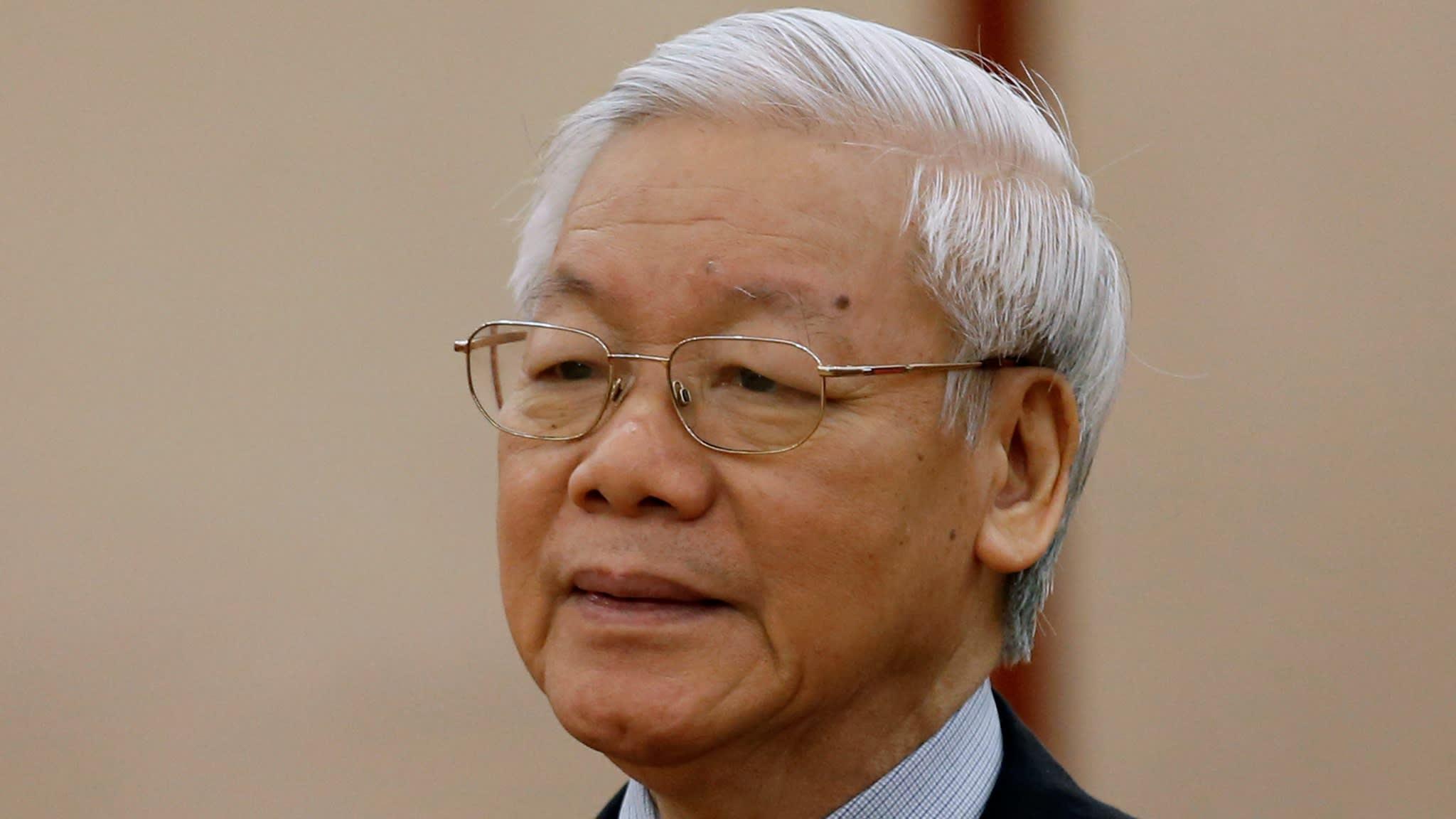 Bàn cãi về tổng bí thư đảng kiêm nhiệm chủ tịch nước CSVN