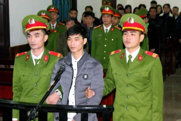 Nhà báo công dân Nguyễn Văn Hóa bị đánh đập trong tù