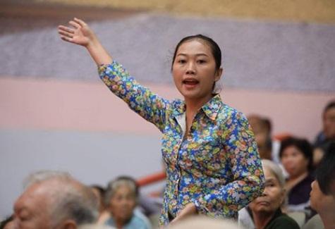 Người phụ nữ Thủ Thiêm dũng cảm ném dép vào bà chủ tịch Nguyễn Thị Quyết Tâm