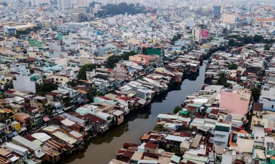 Nhà cầm quyền sẽ di dời 20,000 nhà bên các bờ kênh nước đen