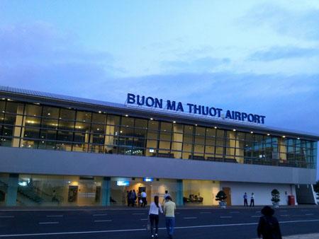 Phi trường Buôn Mê Thuột tạm đóng cửa vì máy bay rớt bánh