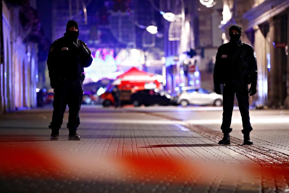 Một tay súng bỏ trốn sau khi bắn chết ba người ở Pháp
