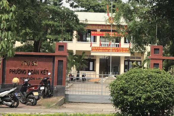 Viên chức CSVN bắn chết đồng nghiệp khi đang chào cờ