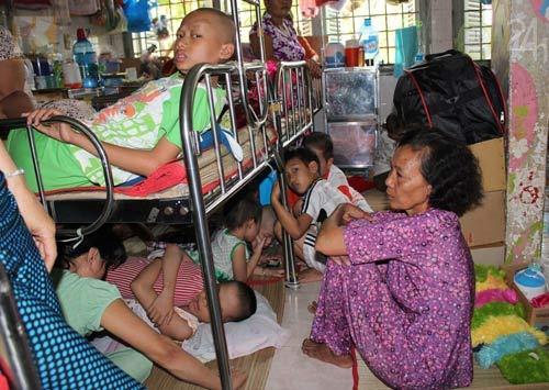 Người Việt chi hàng tỷ Mỹ kim để chữa bệnh ở ngoại quốc