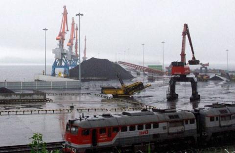 Hàng trăm thuyền chở khoáng sản lậu mỗi đêm