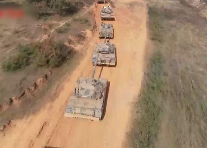 Trung Cộng mang xe tăng kiểu mới tập trận gần biên giới Việt Nam