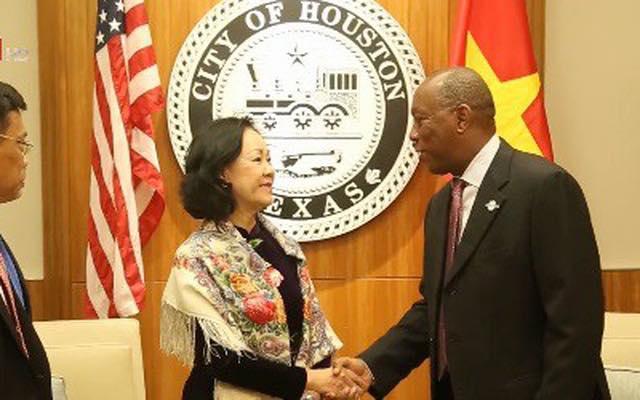 Cộng đồng người Việt Quốc gia Houston phản đối thị trưởng tiếp đón phái đoàn CSVN