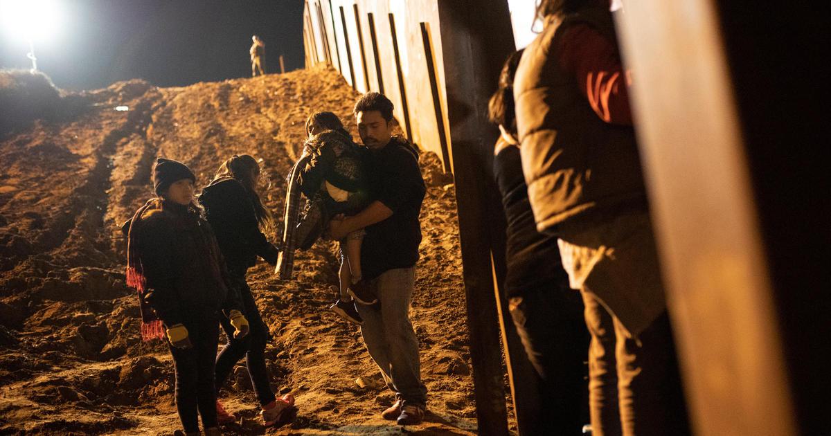 Số lượng gia đình di dân bị bắt giữ tiếp tục gia tăng trong tháng 11