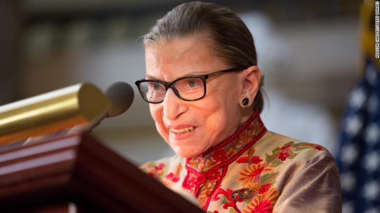 Thẩm phán Tối cao Pháp viện Bader Ginsburg được cắt khối u ung thư trong phổi