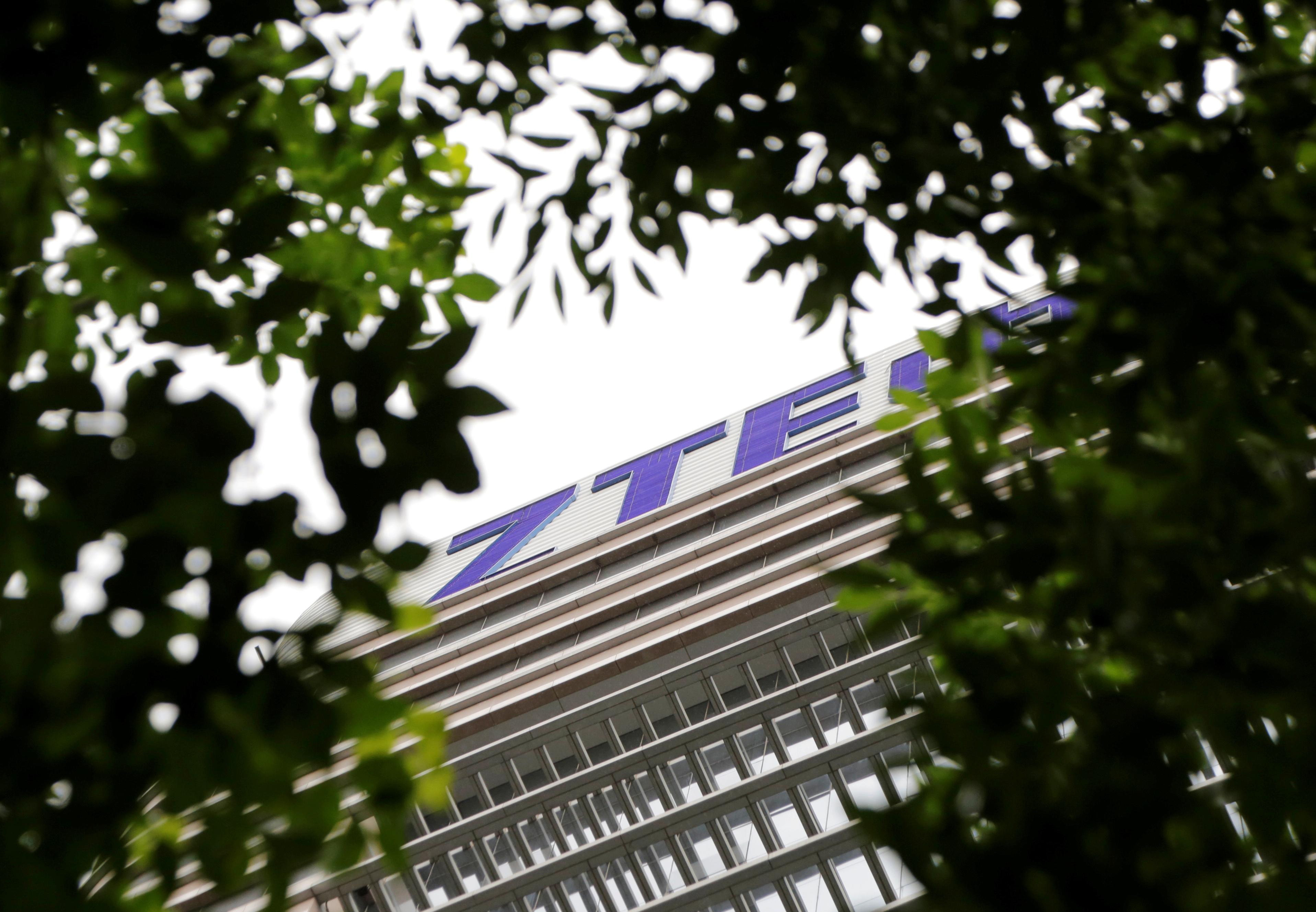 Hoa Kỳ cân nhắc ban hành lệnh cấm các công ty Hoa Kỳ giao dịch với công ty Huawei và ZTE của Trung Cộng