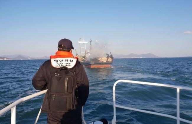 Tàu đánh cá Nam Hàn cháy – thuỷ thủ Việt Nam 1 chết , 1 bị thương nặng