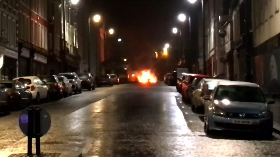 Cảnh sát Bắc Ireland thông báo về một vụ đánh bom xe ở Londonderry