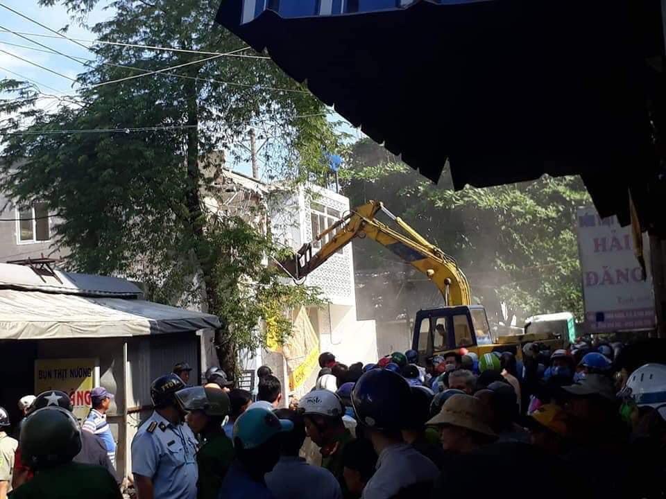 Nhà cầm quyền CSVN kéo quân cướp đất khu vườn rau Lộc Hưng