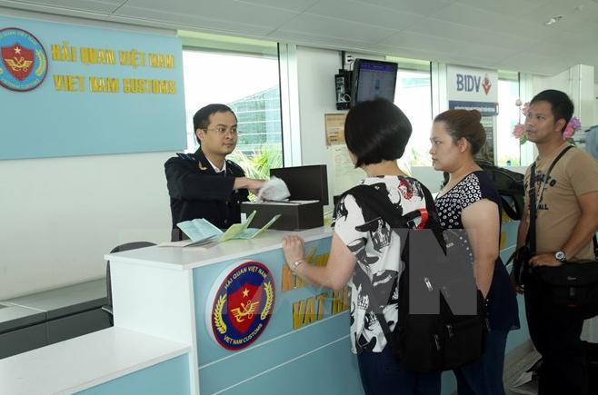 Người Việt ra ngoại quốc không được dùng quá 30 triệu/ngày