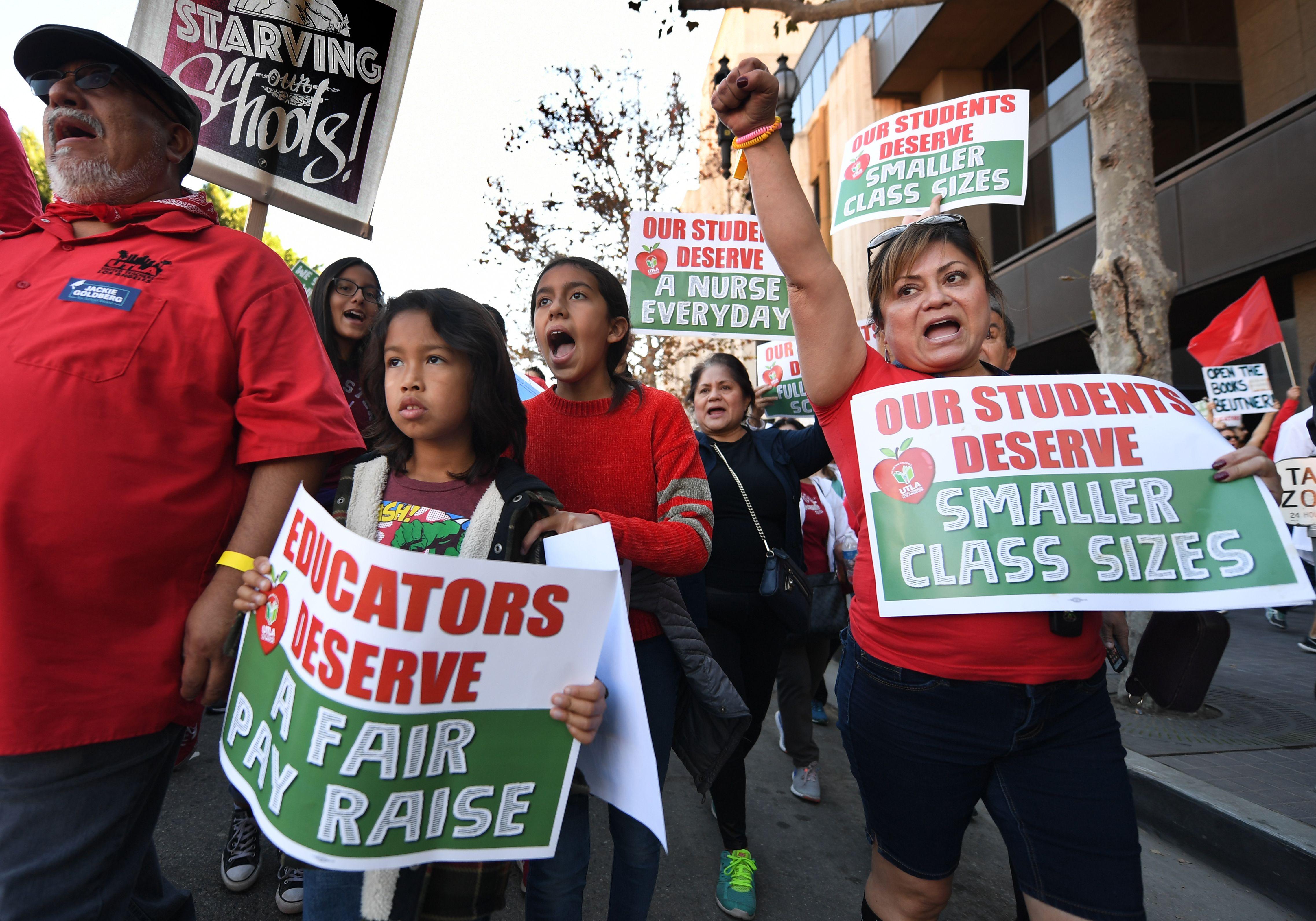 Quan tòa phán quyết giáo viên học khu Los Angeles có thể tổ chức đình công vào thứ Hai tuần sau