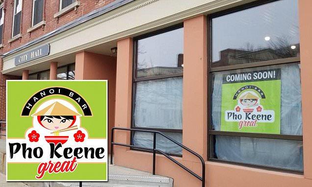 Một nhà hàng Việt Nam sắp khai trương phải gỡ bỏ bích chương quảng cáo vì bị chê thô tục
