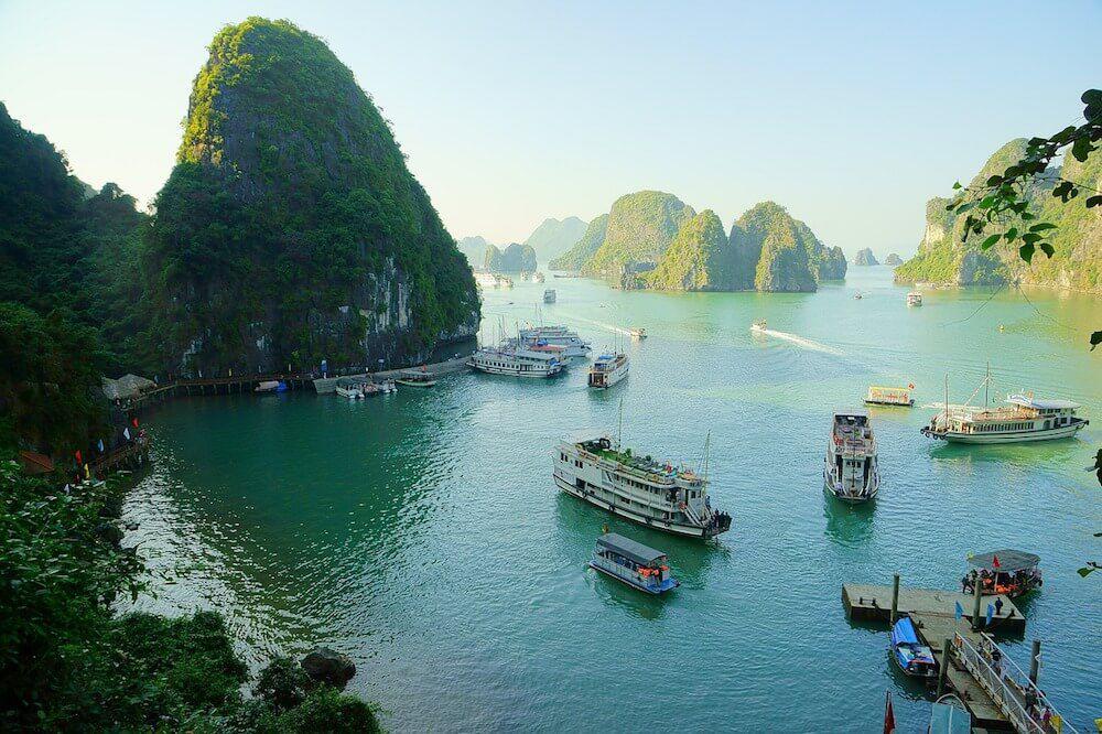 Phi trường Vân Đồn đưa du khách Hoa lục đến tàn phá thắng cảnh vịnh Hạ Long