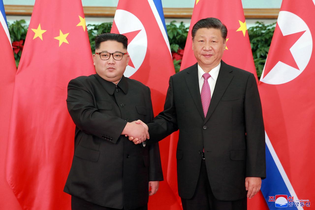 Chủ tịch Bắc Hàn Kim Jong Un và Chủ tịch Trung Cộng Tập Cận Bình thảo luận về đàm phán phi nguyên tử hóa