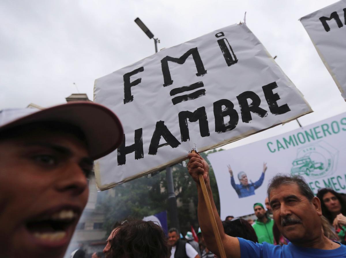 Hàng chục ngàn người diễn hành ở Argentina phản đối chính sách của Tổng thống Mauricio Macri
