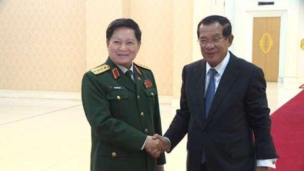CSVN tặng 10 triệu Mỹ kim cho Bộ Quốc phòng Cambodia
