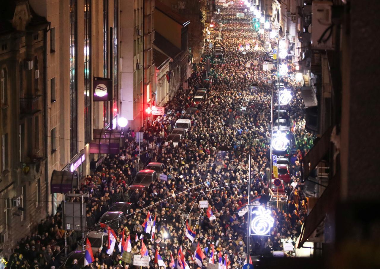Hàng ngàn người biểu tình ở Belgrade chống lại Tổng thống Serbia