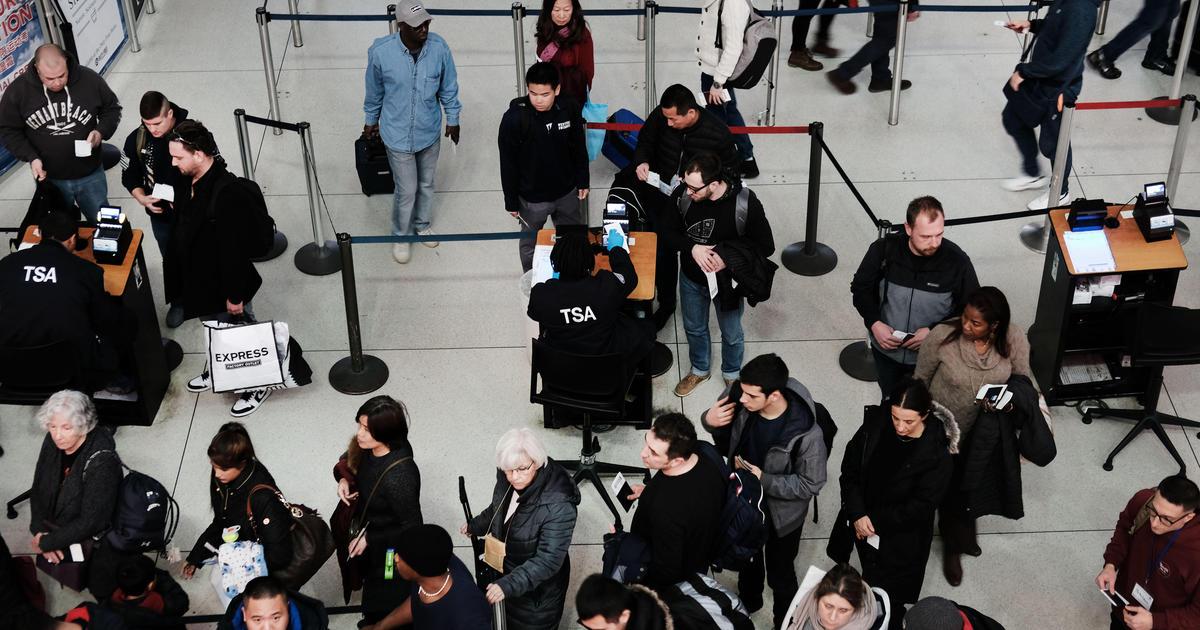 Nhân viên liên bang làm việc trong thời điểm chính quyền đóng cửa có thể khởi kiện chính phủ