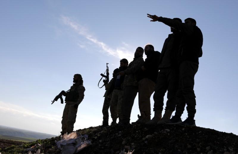 Quân đội Syria được điều động gần thành phố Manbij khi Mỹ chuẩn bị rút quân