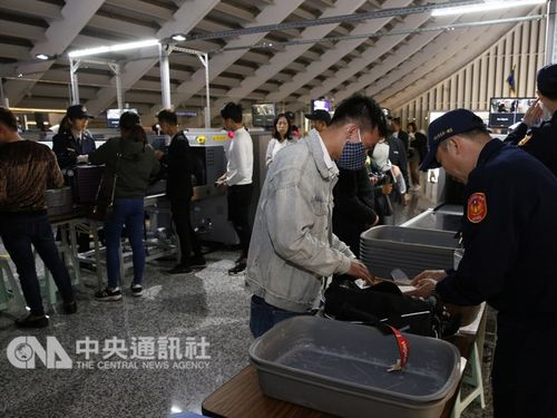 Hành khách từ Việt Nam nhập cảnh Đài Loan bị kiểm soát hành lý nghiêm ngặt