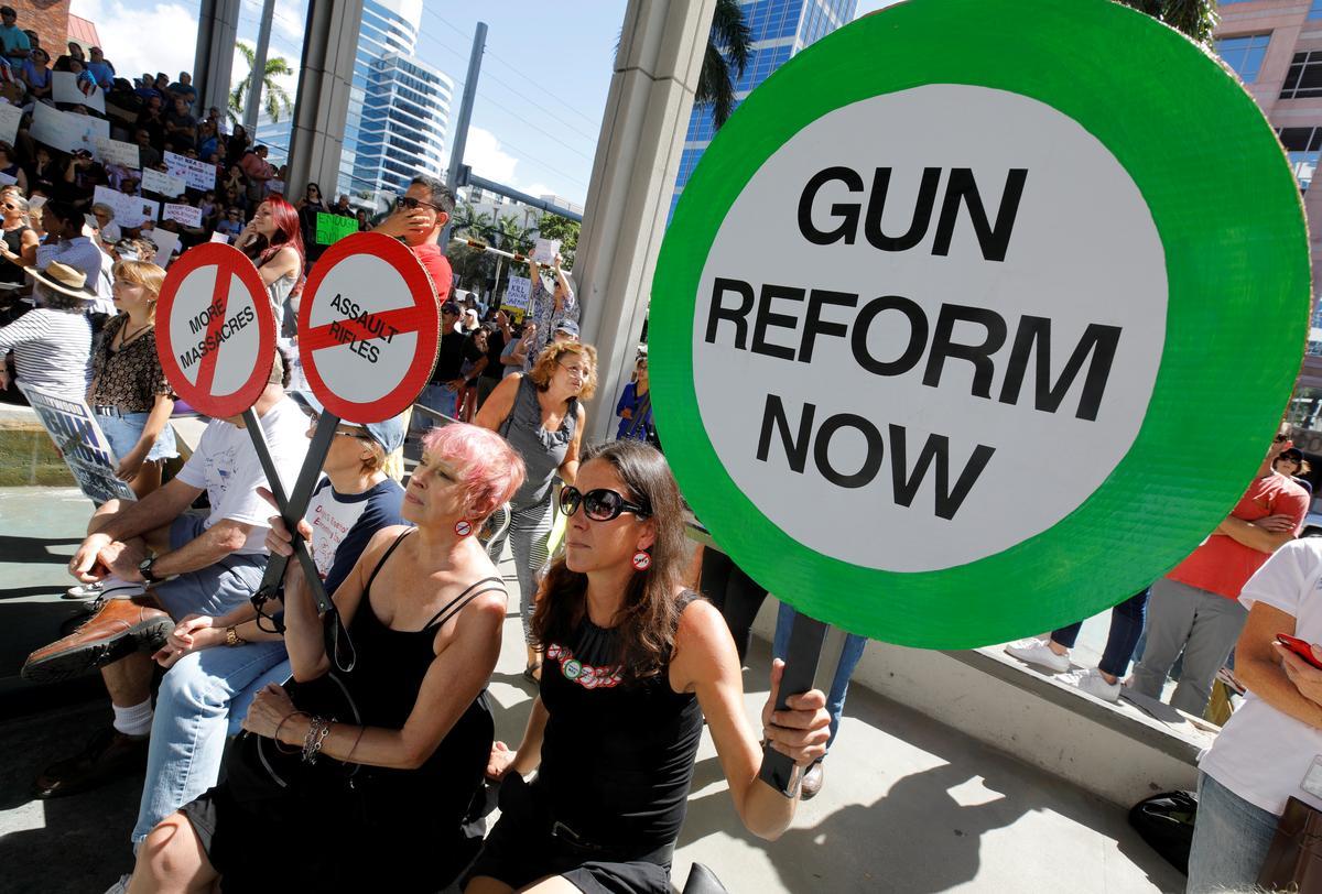 Đảng Dân Chủ thúc đẩy các dự luật khắt khe hơn về súng đạn