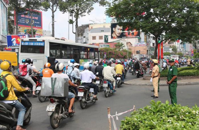 Hội nghị thượng đỉnh tổ chức ở Hà Nội, sao lại cấm đường ở Sài Gòn?