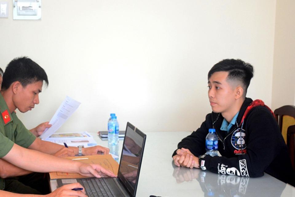 Sinh viên Trần Ngọc Phúc bị tra khảo vì viết bài trên Facebook