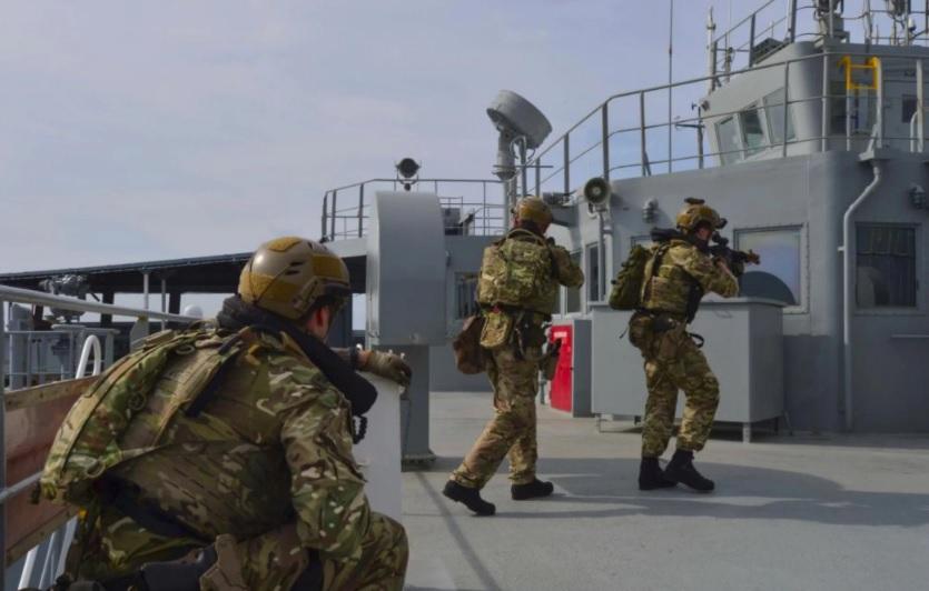 Quan hệ Anh quốc – Trung Cộng trở nên phức tạp vì kế hoạch quân sự tại Biển Đông