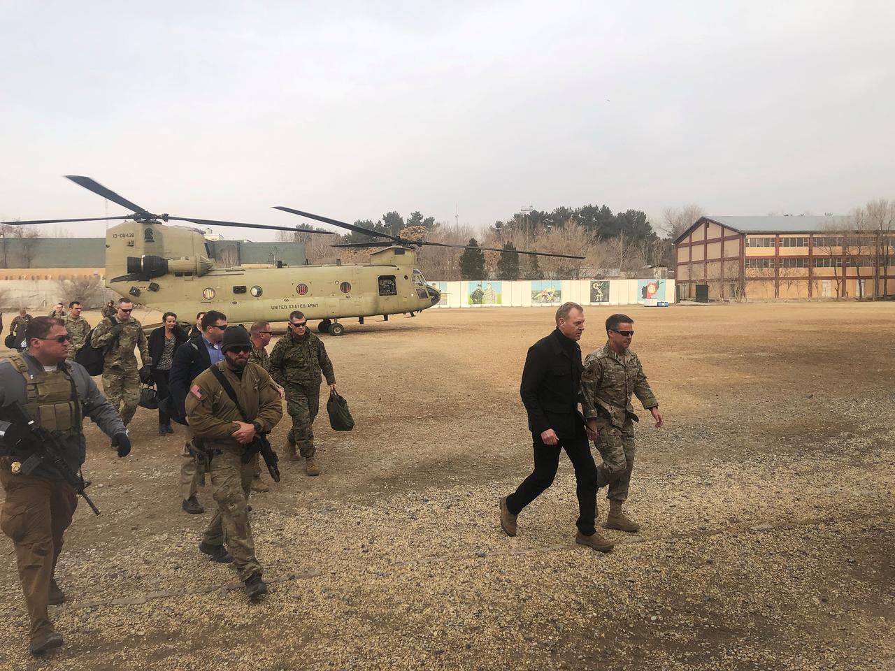 Quyền Bộ trưởng Quốc phòng Hoa Kỳ đến Afghanistan