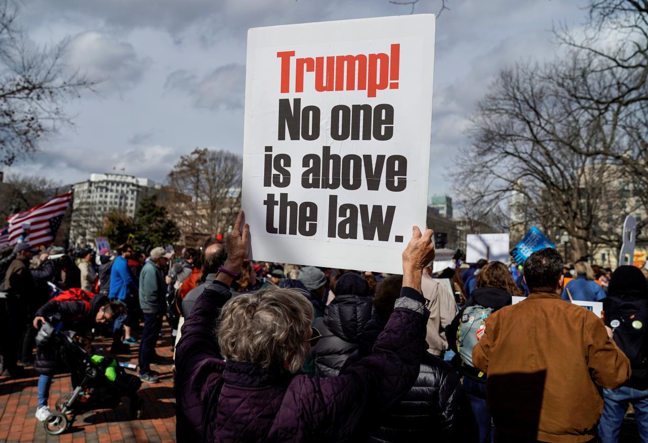 Biểu tình phản đối tuyên bố khẩn cấp quốc gia của Tổng thống trump vào ngày President Day