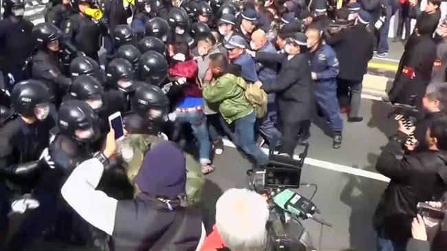 Người Nhật biểu tình đối đầu cảnh sát vì các đảo tranh chấp với Nam Hàn